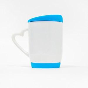 Кружка с голубой подставкой и крышкой