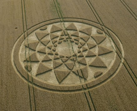 Highworth, Nr Hannington, Wiltshire. 4th August 2017. Wheat. c.180 feet (55m). A complex circle consisting of four rings of triangles decreasing in size towards the centre.