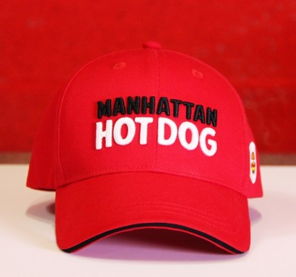 Découvrez notre casquette Manhattan Hot Dog ! Cette casquette brodé sera parfaite pour vos évènements en extérieur !