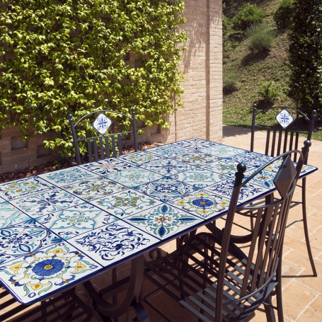 L'eterno splendore della pietra in travertino. Lava Stone Table Mediterraneo Italian Pottery Mari Ceramics Deruta