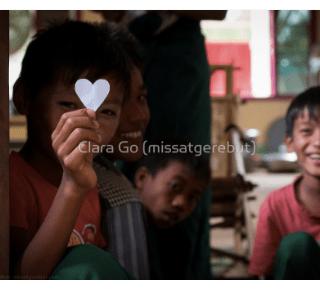Foto en Jpg descarregable per a us personal - Encantador nen a Myanmar durant un dels meus tallers.