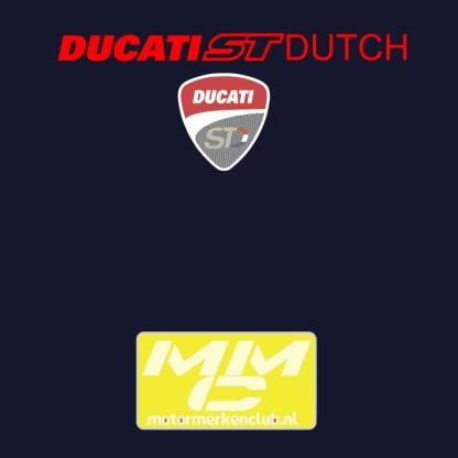 neklogo van het Ducati ST shirt. Rode tekst op naavyblauw t-shirt