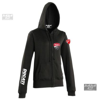 """Zwart vest met capuchon met witte opdruk """"Ducati sporttouring""""op de mouw en rug."""