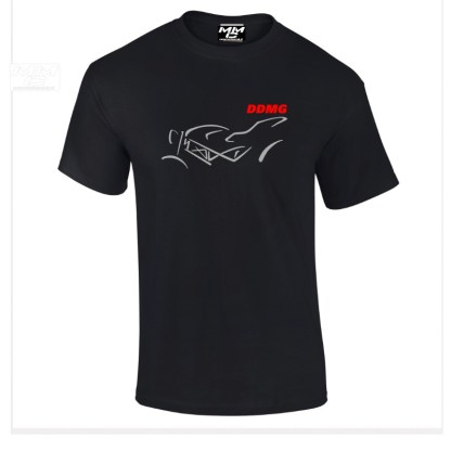 Zilvergrijze opdruk op zwart tshirt