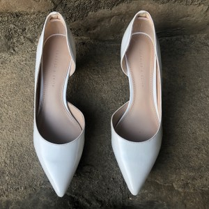 Rootsandleisure_Preowned_WhitePumps1