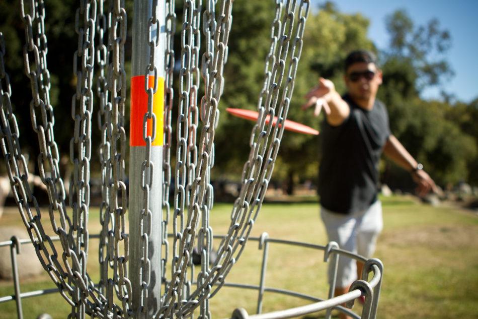 Disc golf putt shot