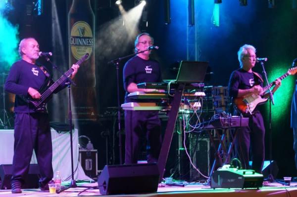 Saturn Band Live