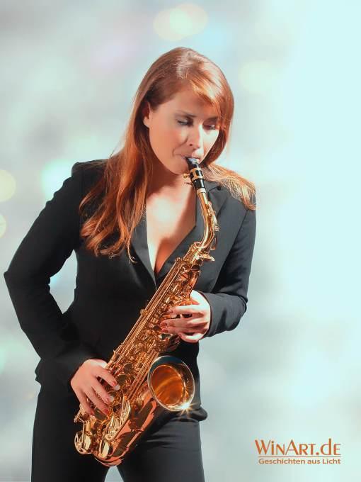 Beauty-Fotoshooting, Frau mit Saxophon