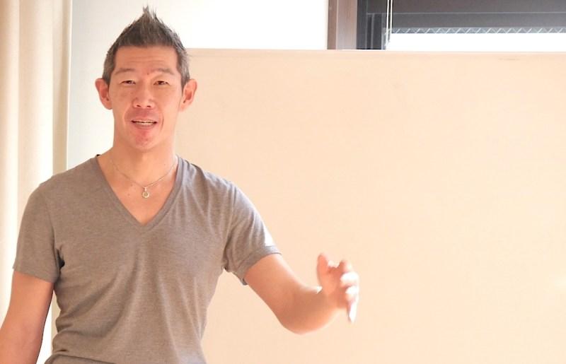 笑顔で話をしている中島正明先生