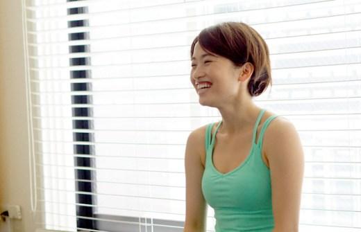 清水鮎美先生が生徒さんと笑顔でお話している様子