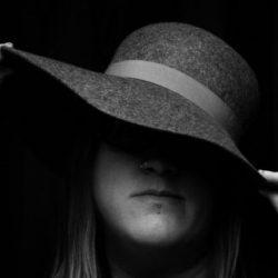 Laura Hadland profile-pic-320x320