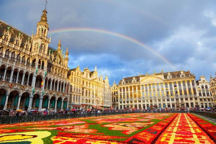 Brussels-Grand-Place-rainbow