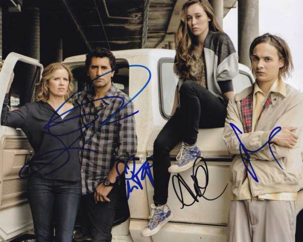 Fear The Walking Dead In-person autographed Cast Photo by 4