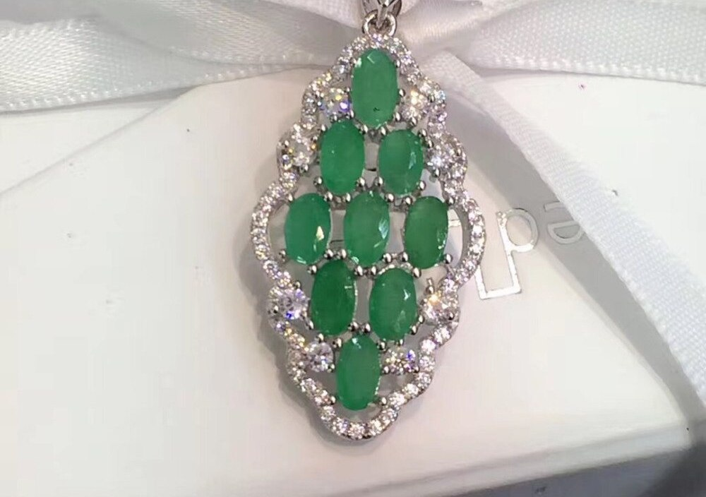 Sale Qi Xuan_Fashion Jewelry_Colombian Green Stone Fashion Necklaces_925 Solid Silver Pendant Necklaces_Factory Directly Sales