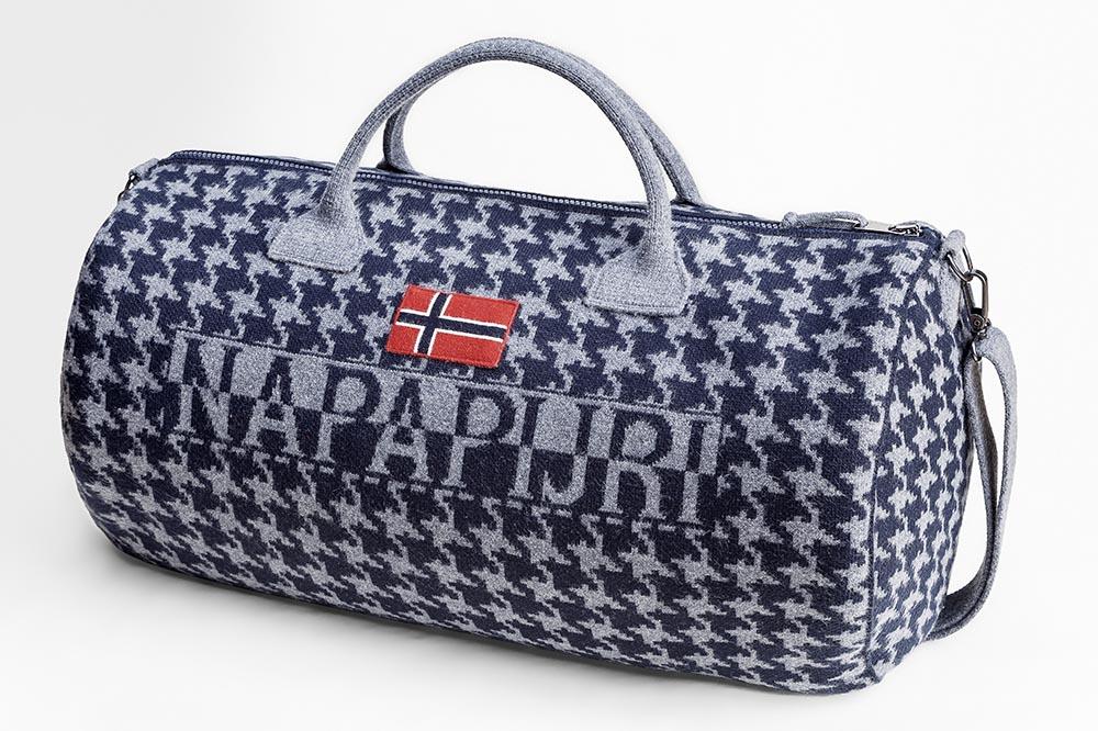 Lors de vos sorties en ville ou de vos randonnées dans les grands espaces, ce sac polochon sera parfait pour transporter l'essentiel.