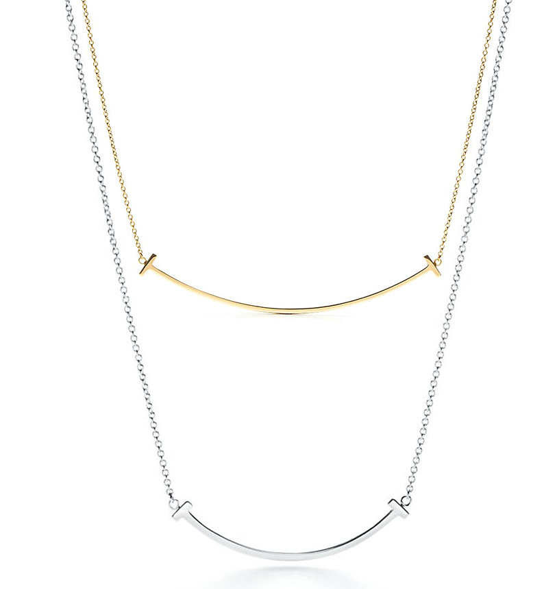 Pendentif Smile Tiffany T en argent ou or jaune. 280 € et 1200 €