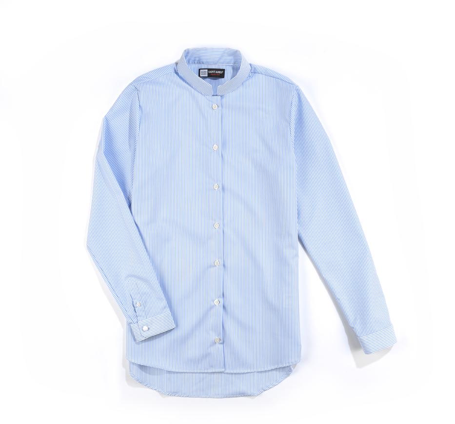 SAINT JAMES x MARIE MAROT. Autre classique du vestiaire MARIE MAROT, la chemise à fine rayures bleues, aux manches reprenant les codes de la collaboration, les boutons blancs, agrémentés eux aussi d'une ancre marine, se fondent naturellement ton sur ton.