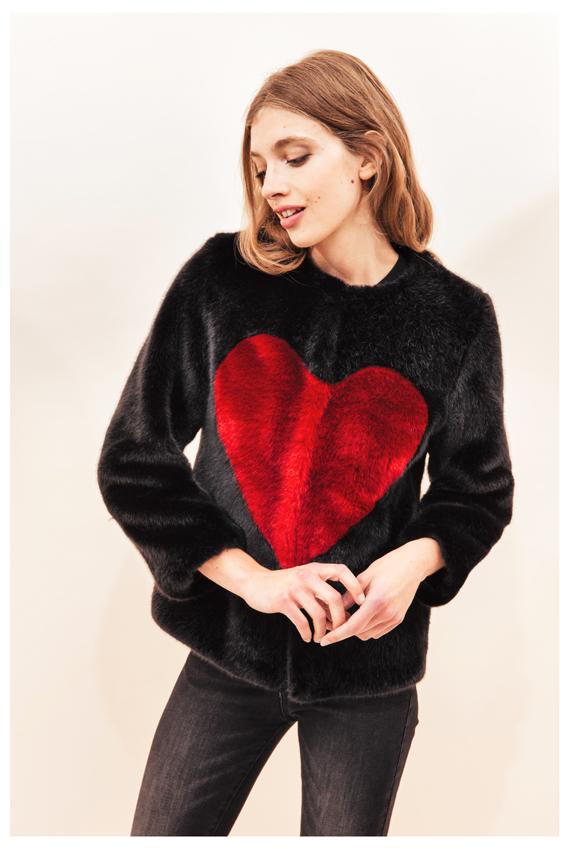 Si Valentin souhaite vous éblouir, qu'il pense à Désirée… Veste courte en Faux Fur 100% Vegan, 85% acrylique 15% polyester. 545 € de bonheur