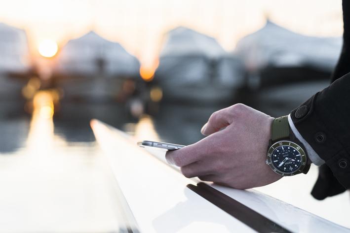 Si vous hésitez encore, sachez que ce mouvement à Quartz, MMT-282-1, Horological Smartwatch, a plus d'un tour dans son sac. Et notamment l'autonomie de sa batterie : quatre ans ! Oui vous avez bien lu !