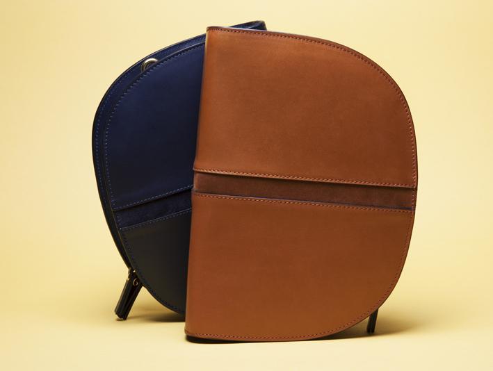 LE MEZZO by Léo & Violette. Sac en bandoulière compact disponible en cinq couleurs. Prix : 230 €