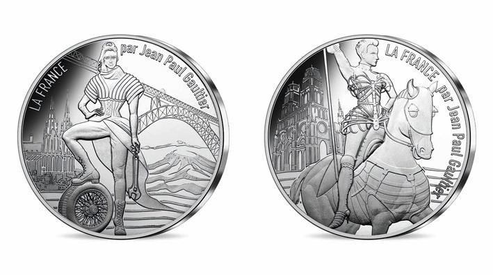Série 10 euros. N°3 L'Auvergne volcanique revisite la silhouette de la guerrière citadine. La pucelle d'Orléans porte fièrement son corset cuirasse…