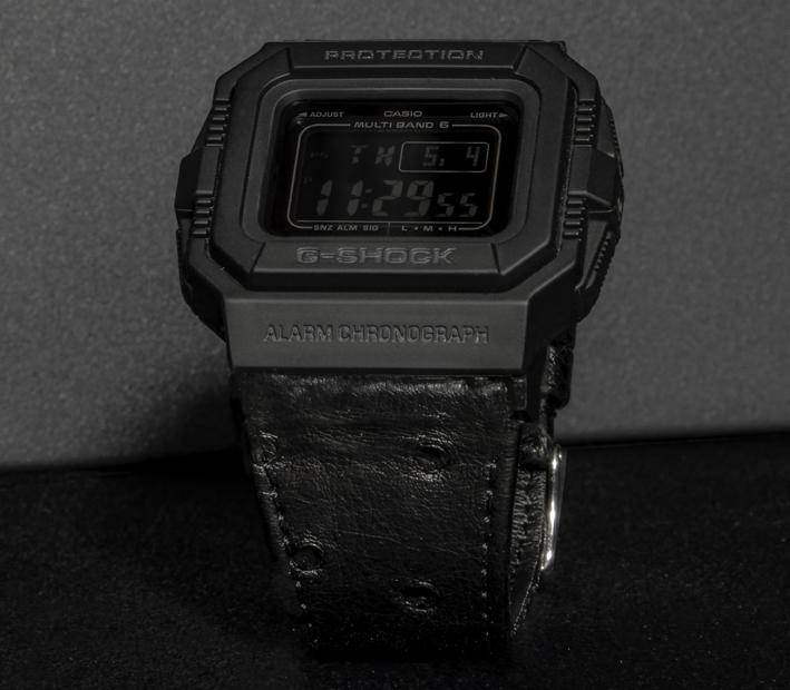 La G-SHOCK GW-5510 sera pour la première fois de l'histoire de la marque proposée avec des bracelets en cuirs exotiques, autruche, requin, soja ou buffle. À partir de 390 €