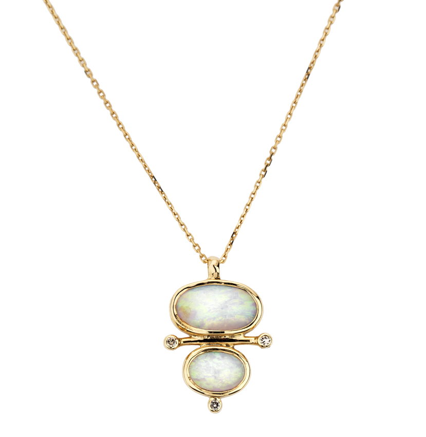 Abïs chez Hod. Pendentif en or jaune opales et diamants monté sur une chaîne en or jaune. 950 €