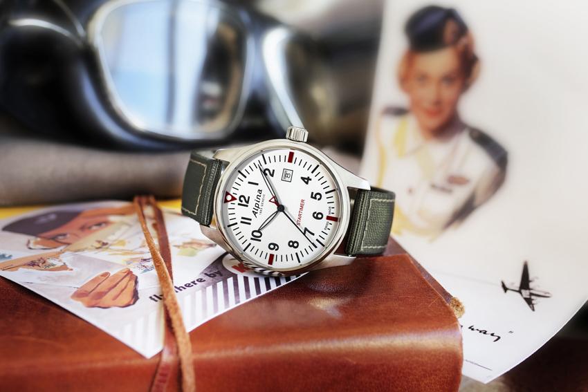 Alpina Startimer Pilot, cadran argente sur bracelet nylon.