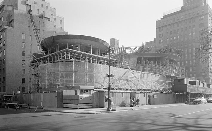 Le musée Solomon R. Guggenheim de New York en construction, signé de l'incontournable Frank Lloyd Wright. © DR Wipikedia