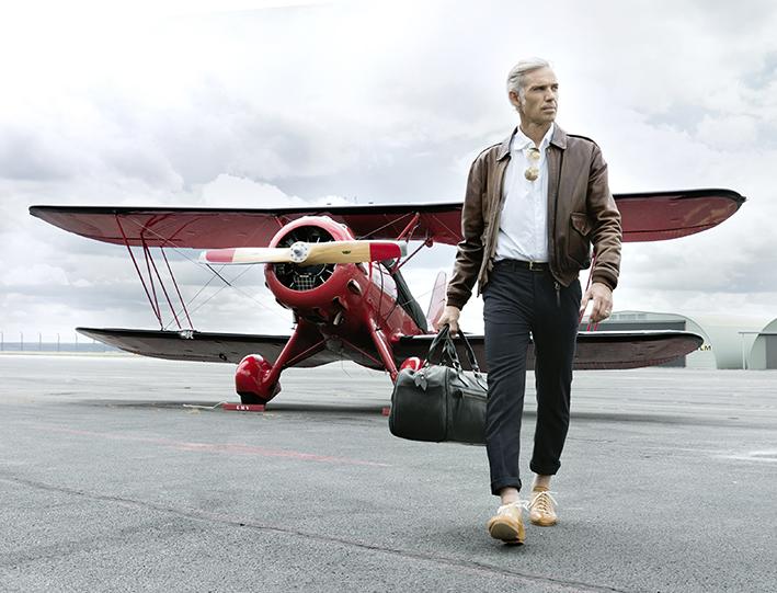 La Maison CHAPAL offre une version authentique du blouson de cuir de l'US Navy, souvent appelé blouson aviateur ou pilote.