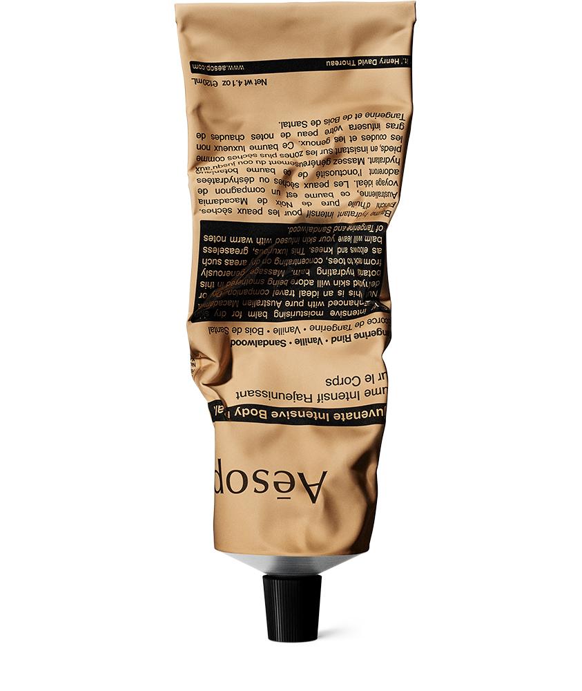 AESOP et son baume Intensif Rajeunissant pour le Corps, un pur délice pour la peau avec ses huiles hydratantes de santal et de noix de macadamia particulièrement adapté aux peaux sèches. 29 €