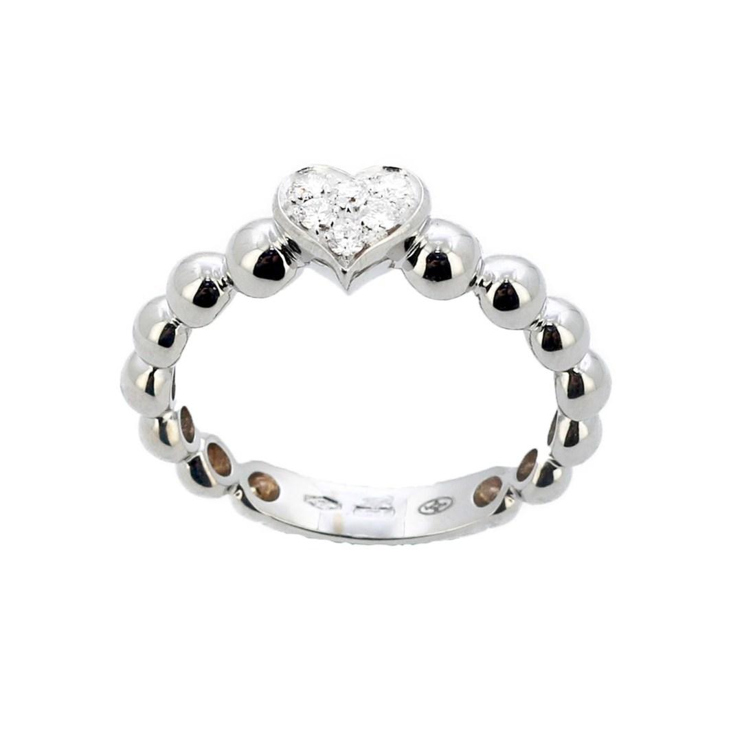 Lassaussois Joaillerie. Bague en or blanc ou rose perlé ponctué d'un cœur de diamants, 980 €