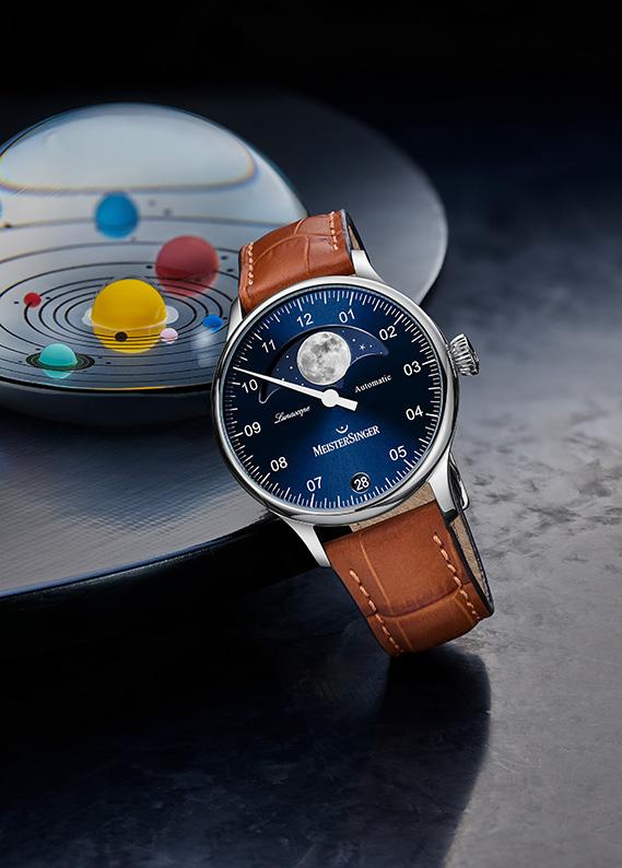 La Lunascope Meistersinger, une montre mono-aiguille à phases de lune astronomique, l'une des complications horlogères les plus poétiques.