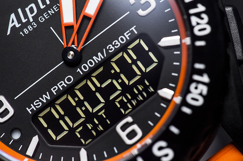 Conçue et assemblée à Genève, en Suisse, l'AlpinerX Outdoors Smartwatch est équipée d'une intelligence embarquée reposant sur le mouvement à quartz suisse MMT-283 bénéficiant d'une autonomie de deux ans.