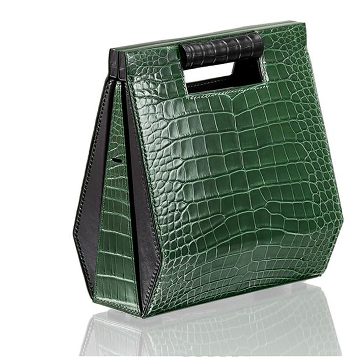 Chic, classe et sobre, le best-seller noir pailleté de Calipige, son petit nom Camille, son prix 159 €.
