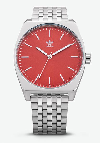 Adidas Watch, modèle ARCHIVE_M1 s'inspire de l'héritage adidas des années 70. Montre analogique en acier inoxydable (38 mm). Existe en 4 couleurs.Fonction double fuseau, chronomètre, calendrier et lumière. Etanche à 50 m. 130 €