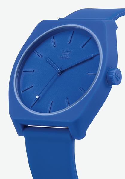 Adidas Watch, modèle PROCESS P1, silicone, existe en 12 couleurs. Mouvement à quartz. Boîtier 38 mm, étanche à 50 m. 70 €