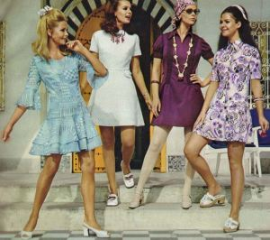 1960s models doing a creepy-good job of mimicking mannequins, rather than the other way around. Photo via flashbak.com.