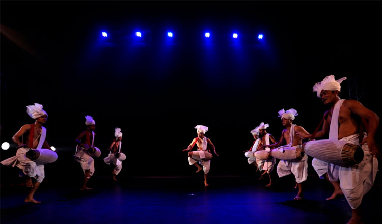 danca-contemporanea-percussao-da-india-juntam-no-museu-do-oriente