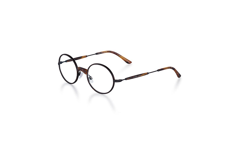 Com o DNA e detalhes icónicos da marca, os óculos remetem ao estilo  clássico Giorgio Armani, com inspiração vintage, trabalho artesanal  impecável, ... 31c4a11c77