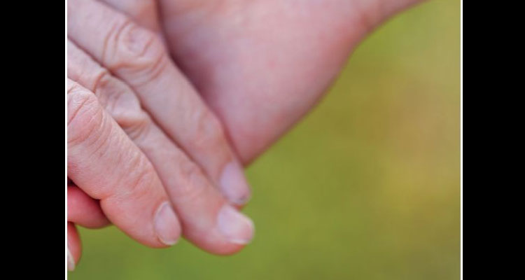 Manual do Cuidador ajuda a lidar com a doença de alzheimer