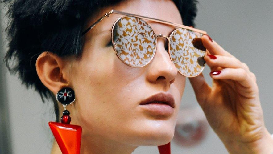 Os óculos de sol D ARTISTE do Giorgio Armani foram inspirados num gesto  artístico de força e liberdade. Apresentados durante o desfile SS18, estas  armações ... 3bcf018d1f