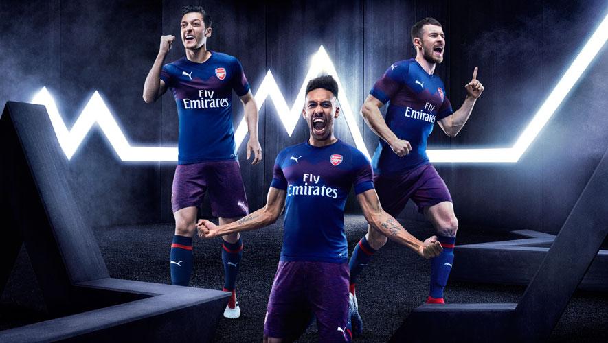 b6f5e15d97 O Arsenal apresentou hoje o seu novo equipamento alternativo para a próxima  temporada 2018 2019. O desejo