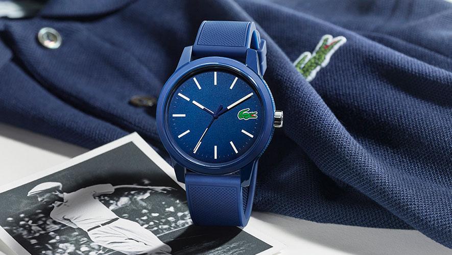 7070c97792104 A LACOSTE revisita os seus clássicos e apresenta uma nova versão do seu  emblemático relógio LACOSTE.12.12. A coleção está disponível no modelo três  ...
