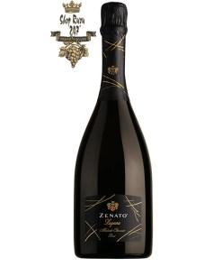 Rượu Vang Ý Zenato Lugana Brut Metodo Classico màu vàng óng. Rượu mang hương vị ngọt ngào gợi đẹp của hoa mai nướng