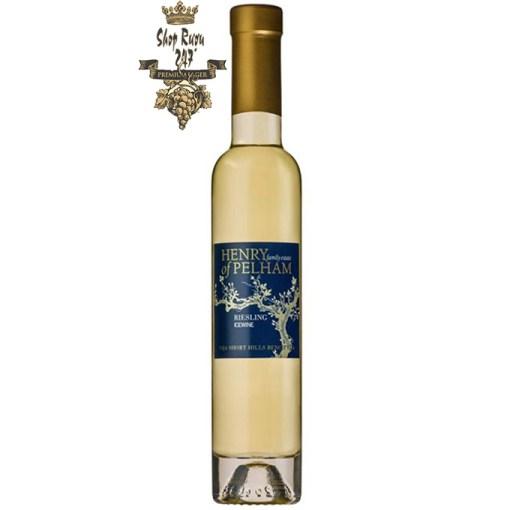 Rượu Vang Ngọt Icewine Riesling 200ml khi nhìn sẽ thấy có màu vàng nhạt lôi cuốn. Rượu mang hương vị mạnh mẽ, đầy cá tính.