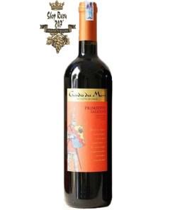 Guardia Dei Mori DOC có màu đỏ rubi, sở hữu hương thơm của trái chín nồng nàn như dâu, mận đỏ,… được coi là bản hòa ca của những hương liệu