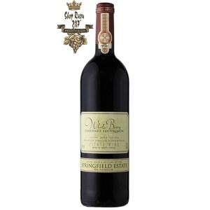 Rượu Vang Nam Phi Whole Berry Cabernet Sauvignon có màu đỏ đẹp mắt. Hương thơm của các loại trái cây tối như nho đen, anh đào đen