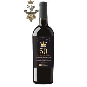 Rượu Vang Đỏ La Passione 50 Primitivo Del Salento có mầu đỏ đậm ruby. Hương thơm của hoa quả như mận, anh đào chín, các loại gia vị đậm đà