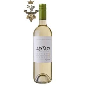 Rượu Vang Trắng Abtao Reserva Sauvignon Blanc có mầu vàng rơm nhẹ nhàng. Hương vị của trái cây nhiệt đới như cam quýt.